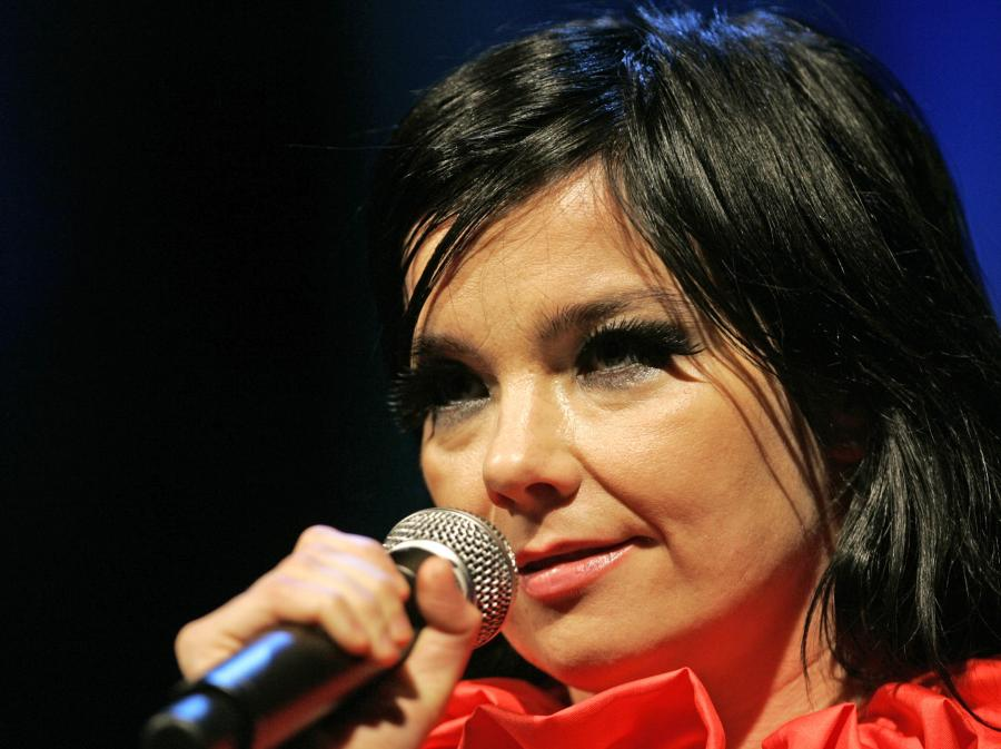 Björk w jednej firmie z lemurami i rekinami!