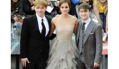 """Suknia, w której Emma Watson pojawiła się na premierze II części filmu """"Harry Potter i Insygnia Śmierci"""" do złudzenia przypomniała projekt Macieja Zienia."""