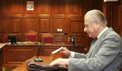 85-letni Czesław Kiszczak zeznawał przed sądem w Warszawie.