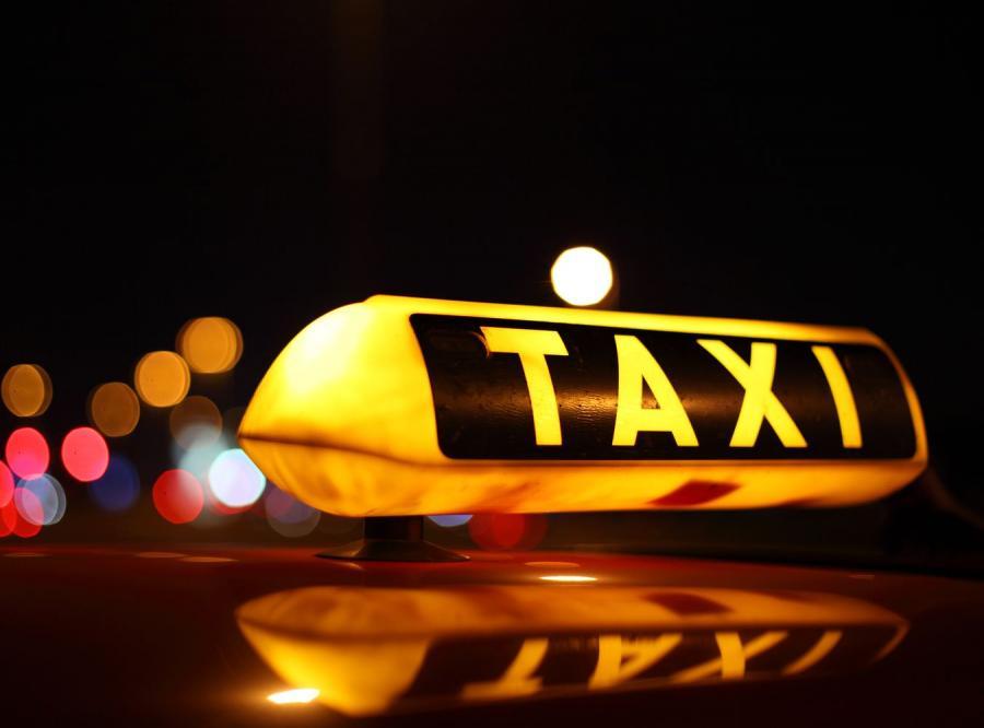 Polak potrafi! Zobacz, jak zarabiać bez taksówkarskiej licencji