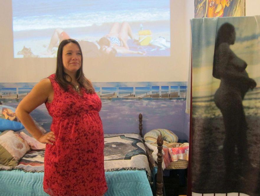 Amerykańska performerka przygotowuje się do porodu w galerii sztuki