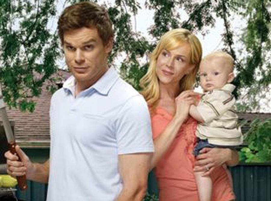 """W serialu """"Dexter"""" śmierć jest na porządku dziennym. Jednak kiedy w ostatnim odcinku 4 sezonu Dexter znalazł ciało swojej martwej żony w wannie pełnej krwi, widzowie przeżyli prawdziwy szok. Ten sezon przez wielu uznawany jest za najlepszy w historii serialu"""