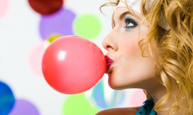 Guma do żucia - jak (i co) żuć, żeby sobie nie zaszkodzić? | Mangosteen