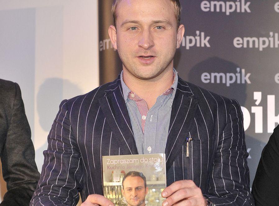 Borys Szyc promuje książkę Jerzego Knappe