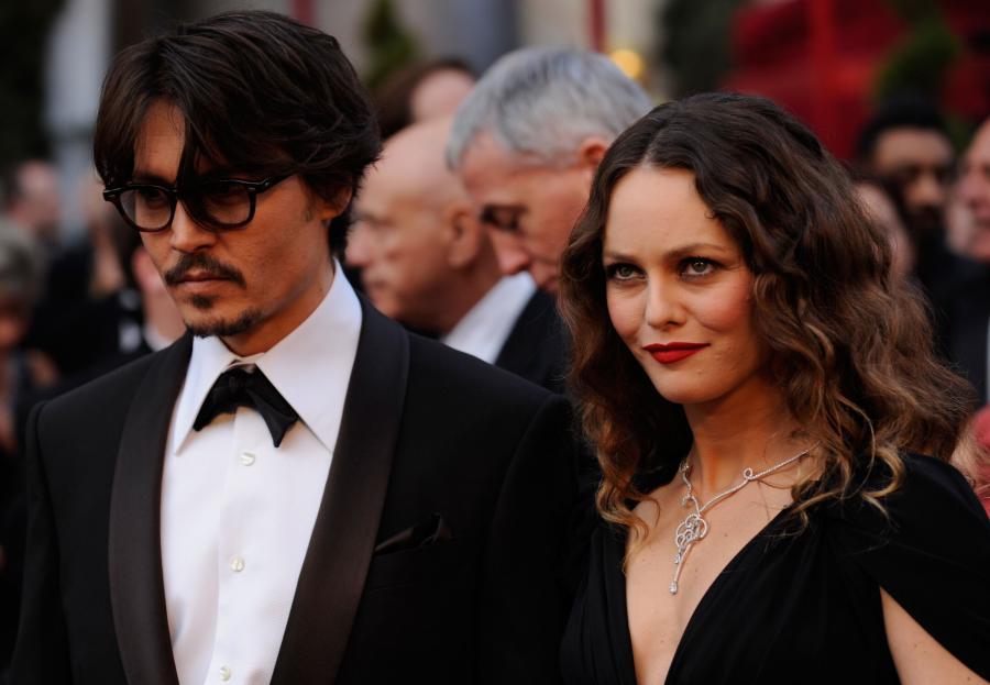 Vanessa Paradis (miewa często brudne włosy) i Johnny Depp (unika prysznica i nosi przepocone ubrania). Piękna para!