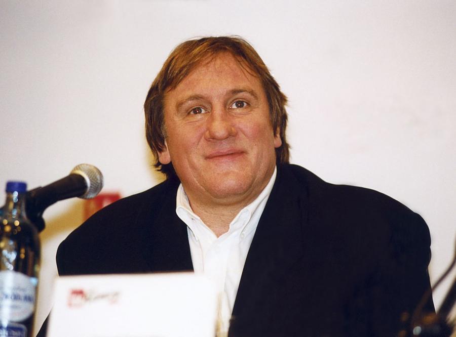Gérard Depardieu bohaterem seksafery?