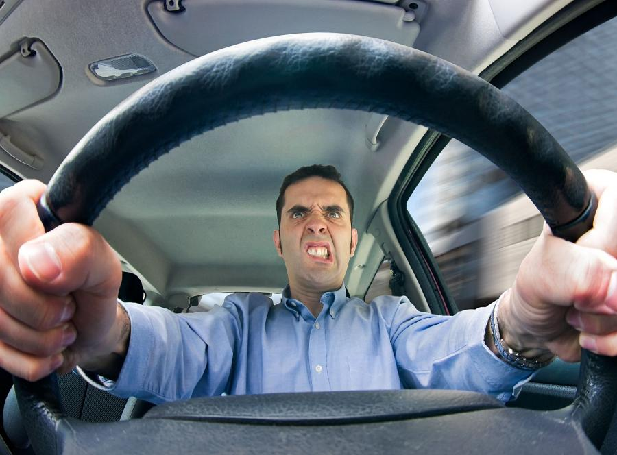 Zdenerwoway kierowca - zdjęcie ilustracyjne