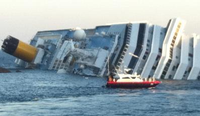 """Pasażerski gigant na mieliźnie, są zabici i ranni. """"Sceny jak z Titanica"""""""