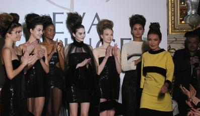Eva Minge z modelkami - pokaz haute couture wiosna/lato 2012.