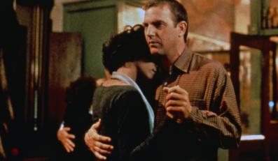 """Whitney i Costner w filmie """"Bodyguard"""" (1992)"""