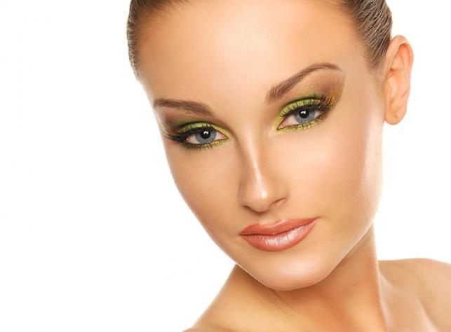 Makijaż w kolorze limonki – instrukcja przygotowania