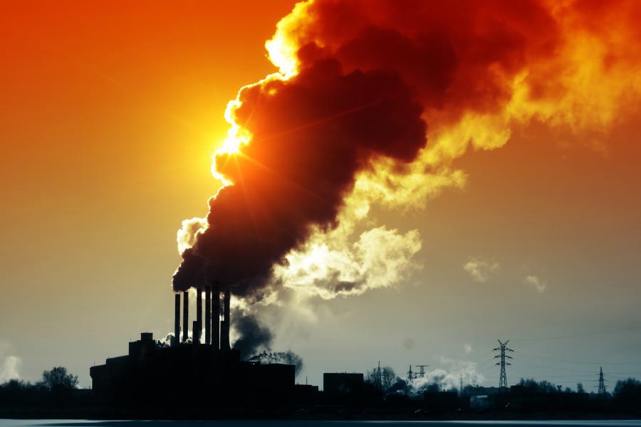 Dymiące kominy - zdjęcie ilustracyjne