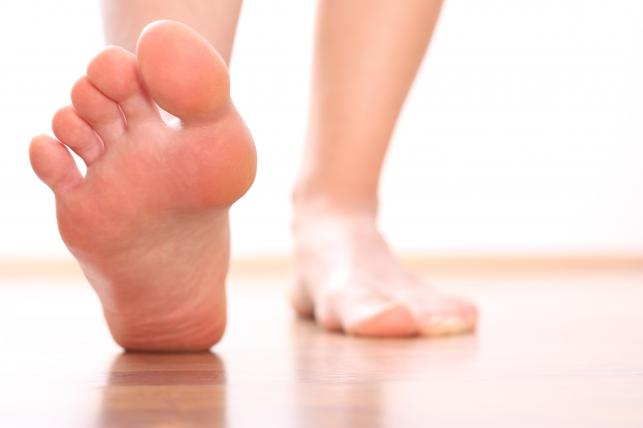 6. Brak przeciwstawnego kciuka u stóp