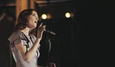 Florence Welch hipnotyzuje