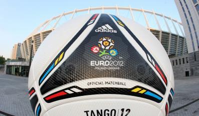 Piłka Tango 12, którą rozgrywane będą mecze Euro 2012