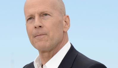 Bruce Willis zadowolony z siebie w Cannes