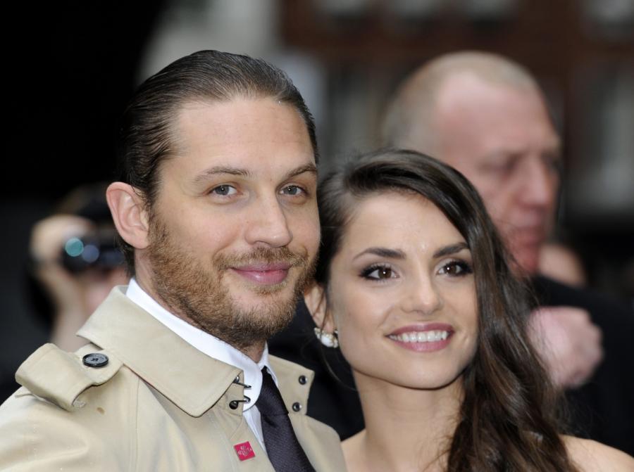 """Tom Hardy i Charlotte Riley na premierze filmu """"Mroczny rycerz powstaje"""" w Londynie"""