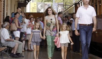 Księżna Letizia i książę Filip z córkami Leonor i Sofią