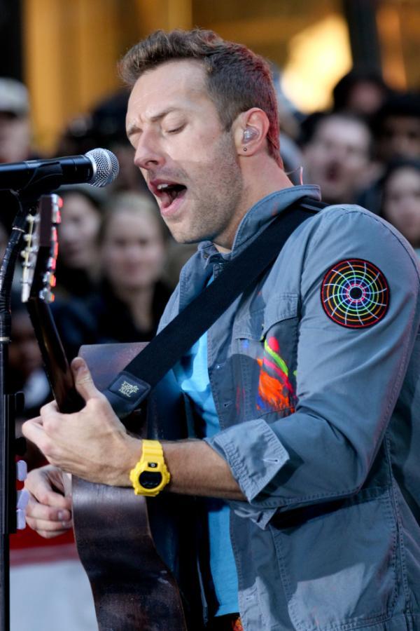 Chris Martin i Coldplay podczas występu przed Rockefeller Plaza  – 21 października 2011
