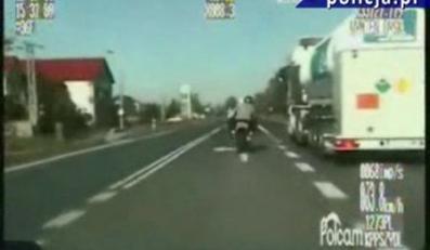 Kadr z policyjnego wideo