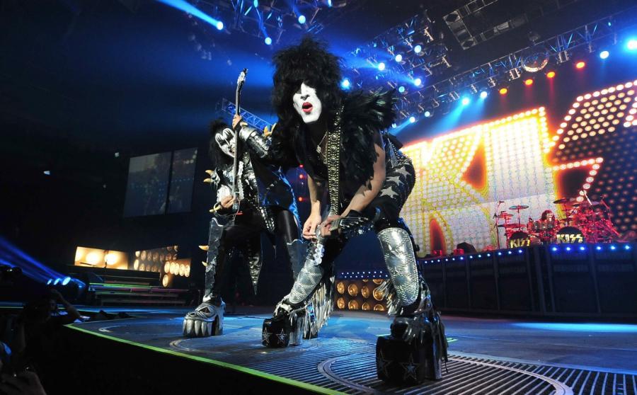 Kiss prezentuje kawałki \