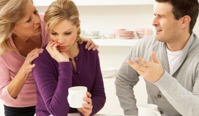 """Powód nr 1: matka zawsze uważa, że jej córka mogła """"trafić lepiej"""", wychodząc za mąż"""