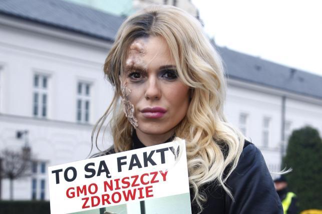 Oszpecona Doda protestuje przeciwko GMO