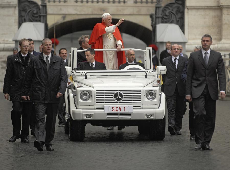 Nowe auto dla papieża jest niebezpieczne
