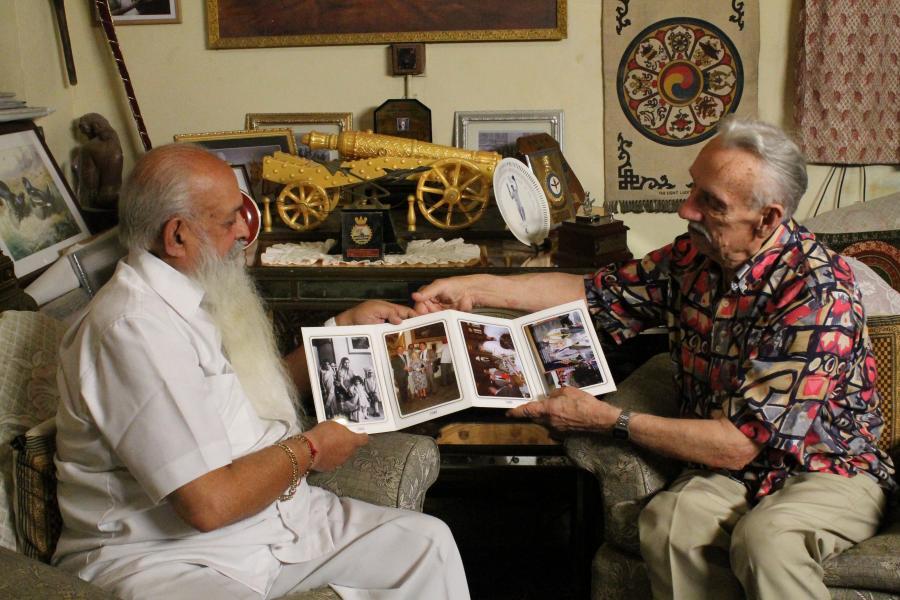 Wiesław Stypuła i syn Jam Saheba Digvijay Sinhji fot. CHINTAN, AAKAAR Films