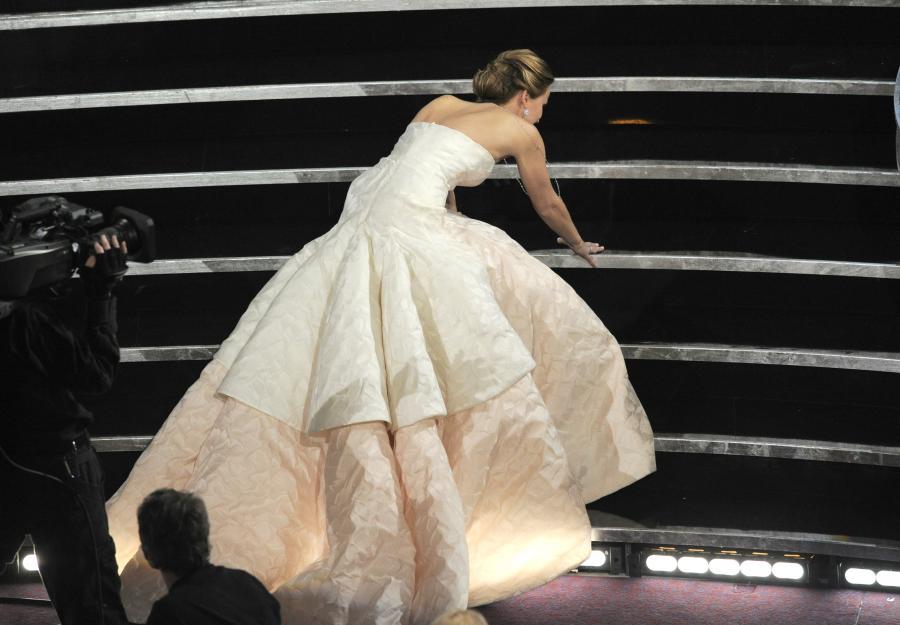 Jennifer Lawrence zdobyła Oscara i zaliczyła kolejną wpadkę