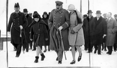 Józef Unrug (pierwszy z lewej) i marszałek Józef Piłsudski
