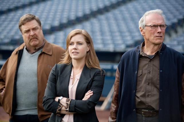 """John Goodman, Amy Adams i Clint Eastwood w filmie """"Dopóki piłka w grze"""""""