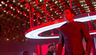 """W ciemność Star Trek"""