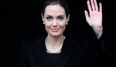 Angelia Jolie poddała się zabiegowi usunięcia obu piersi, by zapobiec nowotworowi