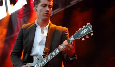 Alex Turner i Arctic Monkeys na festiwalu w Glastonbury