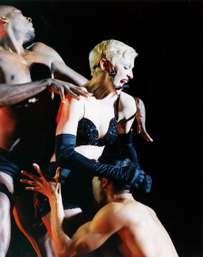 """Madonna i jej """"Girlie Show"""" na stadionie Wembly w Londynie –1993 rok"""