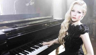 Avril Lavigne śpiewa z mężem