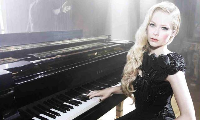 Avril Lavigne śpiewa z mężem - ZDJĘCIA!