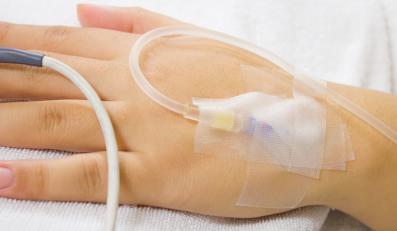 Pacjent pod kroplówką