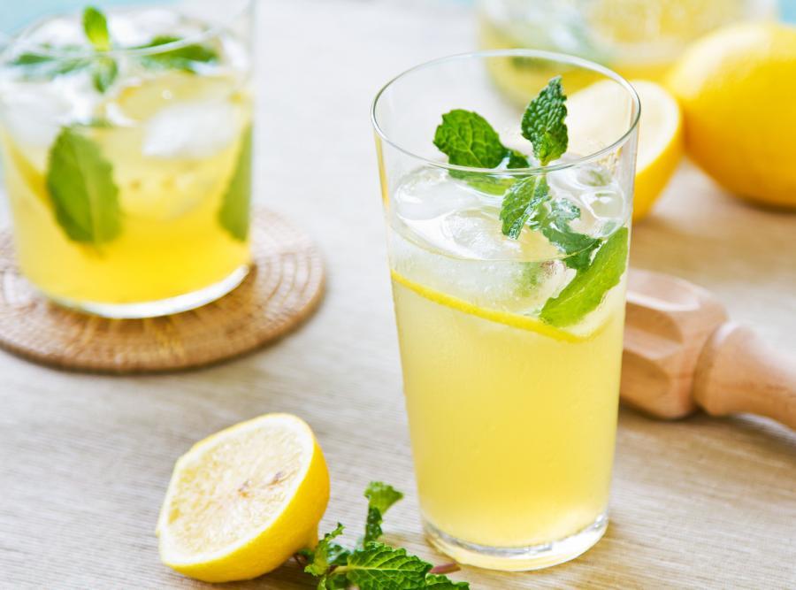 Napój z sokiem cytrynowym