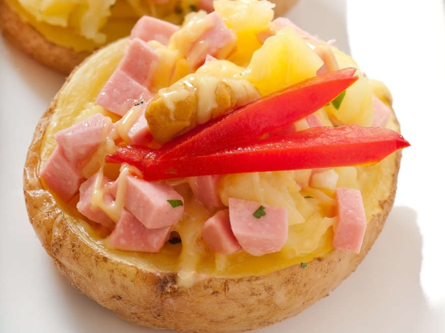 Grillowane ziemniaki faszerowane serem i szynką