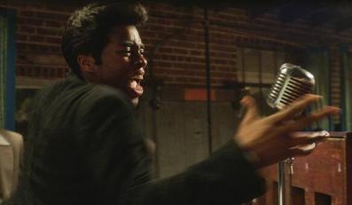 """Chadwick Boseman jako James Brown poucza muzyków w """"Get On Up"""""""