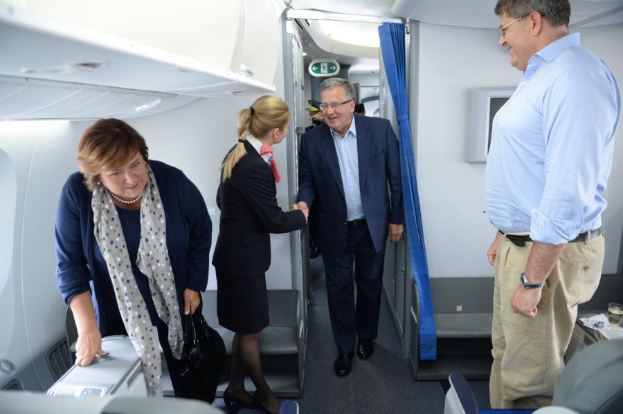 Prezydent Komorowski poleciał rejsowym samolotem do USA