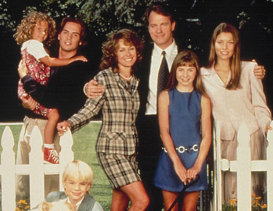 Stephen Collins jako pasto i głowa rodziny w serialu \