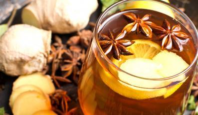 Herbata z imbirem i goździkami