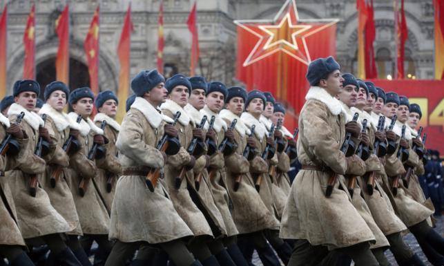 Rosjanie uczcili klęskę Hitlera. W starym komunistycznym stylu