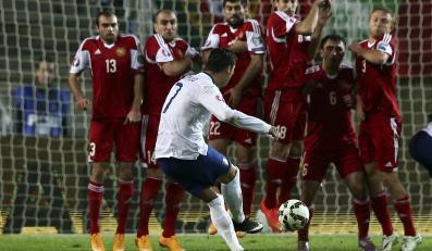 Cristiano Ronaldo strzela z rzutu wolnego