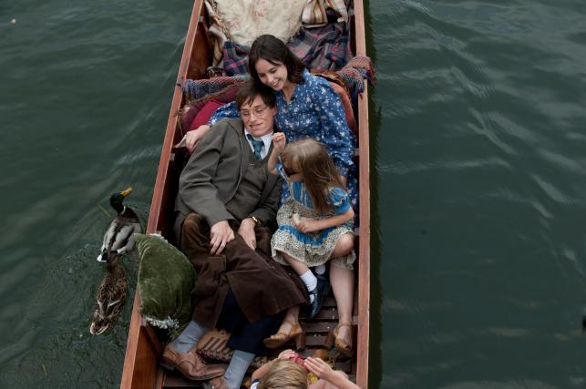 """Felicity Jones i Eddie Redmayne w filmie """"Teoria wszystkiego"""""""