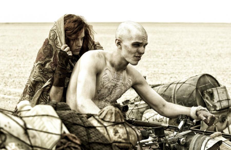Nicholas Hoult i Riley Keough w filmie \