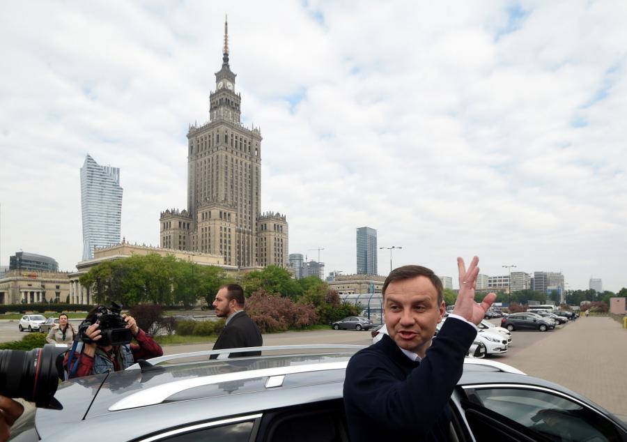 Andrzeja Duda spotkał się rano z mieszkańcami Warszawy, przed stacją metra Centrum